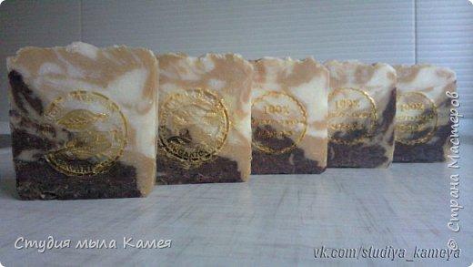 Молочное мыло, одно из моих любимых. После всевозможных экспериментов решила сделать просто молочное без всяких добавок. Сварено на деревенском коровьем молоке. Очень люблю молочное мыло безгелевое. Оно получается белое гладкое, похоже на белый шоколад. Отдушка йогурт - очень приятный молочный запах. фото 3