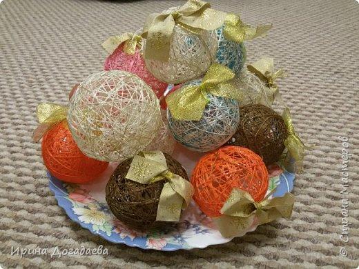 Елочные шарики из ниток фото 1