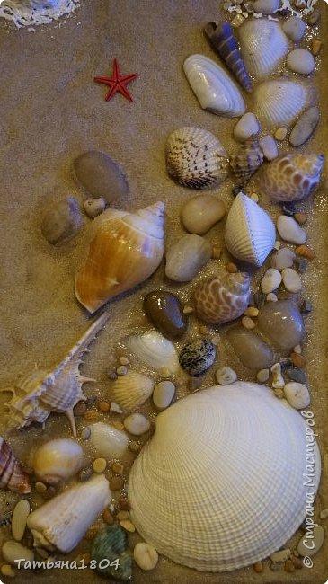 """Зима еще не закончилась, а уже хочется помечтать о летнем отдыхе, когда можно будет наконец понежиться в лучах яркого теплого солнца, позагорать на мягком белом песочке, искупаться в кристально чистой воде. Эти ощущения навеяли мысль о создании панно """"Ракушечный берег"""" с набегающей волной.  фото 7"""