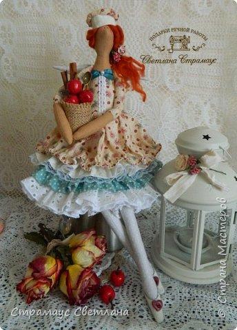 Доброго времени суток! Спасибо, что заглянули! А у меня новая кукла. Каждой хозяйке обязательно нужна помощница на кухне и лучше, если эта особа будет доброй Феей! И обязательно с этой доброй Феей  всё на кухне ладится , а яблочный пирог с корицей будет наивкуснейшим!  фото 1
