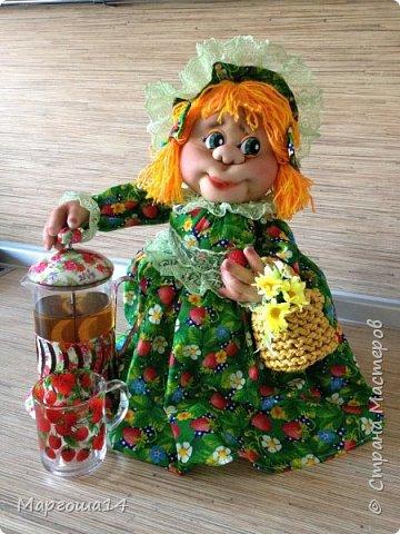 Кукла - грелка на чайник Дарьюшка. Добрая, хозяйственная, всегда позаботится ,чтобы чай был горячим))) фото 7