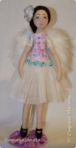 а это мои новые куколки с лицами) 35 см ростом, вся одежда снимается, в наборе два комплекта одежды, кукла в наличии) ручки гнутся, стоит сидит.  фото 3
