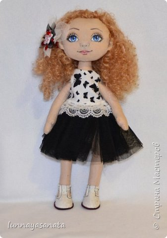 а это мои новые куколки с лицами) 35 см ростом, вся одежда снимается, в наборе два комплекта одежды, кукла в наличии) ручки гнутся, стоит сидит.  фото 1