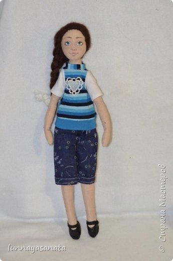 а это мои новые куколки с лицами) 35 см ростом, вся одежда снимается, в наборе два комплекта одежды, кукла в наличии) ручки гнутся, стоит сидит.  фото 4