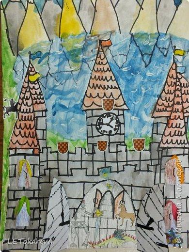 Здравствуйте! Нашим девочкам, и мальчикам очень понравилось рисовать замки. Вот что у нас получилось... фото 7