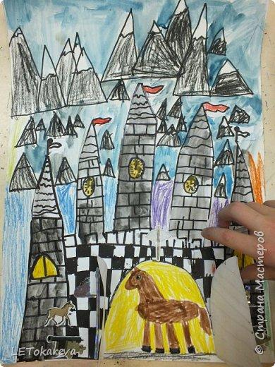 Здравствуйте! Нашим девочкам, и мальчикам очень понравилось рисовать замки. Вот что у нас получилось... фото 1
