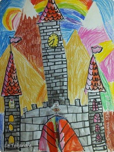 Здравствуйте! Нашим девочкам, и мальчикам очень понравилось рисовать замки. Вот что у нас получилось... фото 2