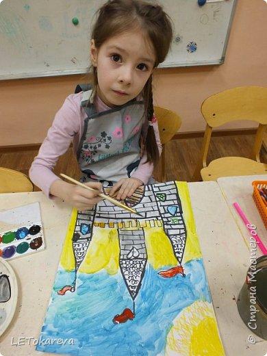 Здравствуйте! Нашим девочкам, и мальчикам очень понравилось рисовать замки. Вот что у нас получилось... фото 5