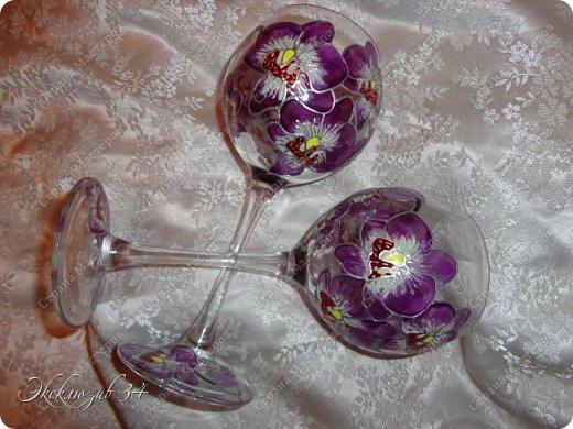 Фужеры выполнены в технике витражной росписи и послужат отличным подарком к любому торжеству. фото 2