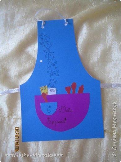 Здравствуйте! Сегодня я покажу вам три открытки. Первая была сделана бабушке на день рождения. Материалы: картон, бумага, ручка, ленточка, фломастеры. фото 1