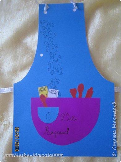 Здравствуйте! Сегодня я покажу вам три открытки. Первая была сделана бабушке на день рождения. Материалы: картон, бумага, ручка, ленточка, фломастеры. фото 2