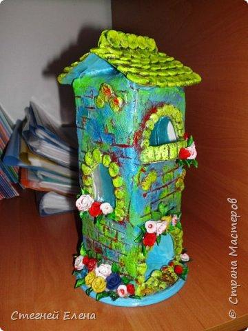 Домики из соленого теста.  Основа для домика - пластиковый стакан (из под йогурта 0.5л), крыша из картона. фото 2