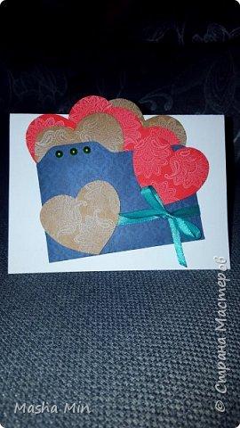 Монохромная открытка с добавлением красных элиментов. фото 2
