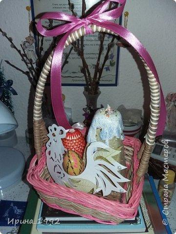 Ходила на курсы по бисероплетению-научилась оплетать яйца, накрасила много яиц, для них нарезала зайчиков и петушка фото 2