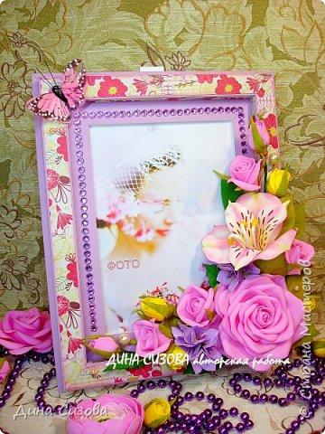 Добрый вечер, дорогие мастера и мастерицы! Сегодня я с новинкой. Прямоугольная рамка ручной работы. Место для фото 13 на 18 см. Цветы: розы, гортензия, альстромерия из фоамирана. фото 1