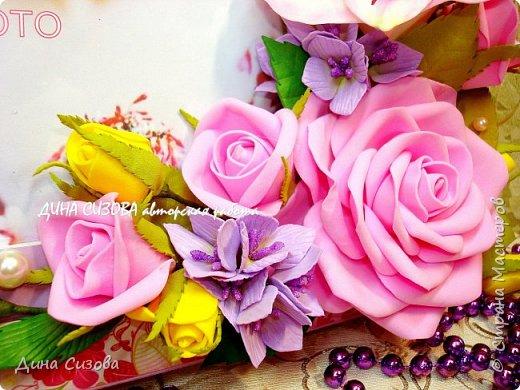 Добрый вечер, дорогие мастера и мастерицы! Сегодня я с новинкой. Прямоугольная рамка ручной работы. Место для фото 13 на 18 см. Цветы: розы, гортензия, альстромерия из фоамирана. фото 2