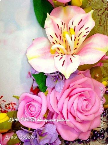 Добрый вечер, дорогие мастера и мастерицы! Сегодня я с новинкой. Прямоугольная рамка ручной работы. Место для фото 13 на 18 см. Цветы: розы, гортензия, альстромерия из фоамирана. фото 3