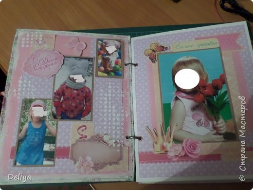 Это обложка весь альбом завязывается на ленты розового цвета, фотографировала в спешке (делала на заказ) поэтому фото кратко, буду подробно описывать, итак,..... фото 4
