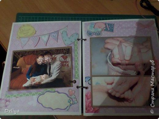 Это обложка весь альбом завязывается на ленты розового цвета, фотографировала в спешке (делала на заказ) поэтому фото кратко, буду подробно описывать, итак,..... фото 5