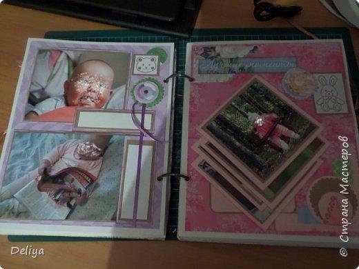 Это обложка весь альбом завязывается на ленты розового цвета, фотографировала в спешке (делала на заказ) поэтому фото кратко, буду подробно описывать, итак,..... фото 8