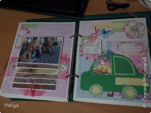 Это обложка весь альбом завязывается на ленты розового цвета, фотографировала в спешке (делала на заказ) поэтому фото кратко, буду подробно описывать, итак,..... фото 9
