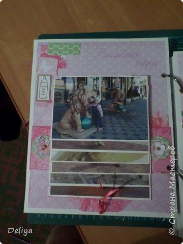 Это обложка весь альбом завязывается на ленты розового цвета, фотографировала в спешке (делала на заказ) поэтому фото кратко, буду подробно описывать, итак,..... фото 10
