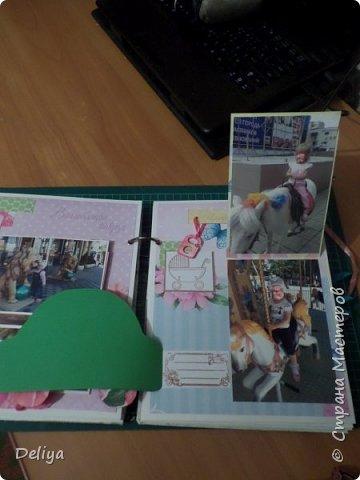 Это обложка весь альбом завязывается на ленты розового цвета, фотографировала в спешке (делала на заказ) поэтому фото кратко, буду подробно описывать, итак,..... фото 12