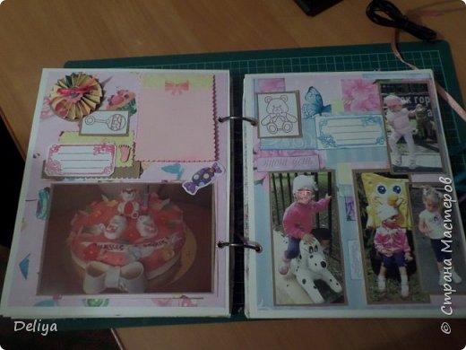 Это обложка весь альбом завязывается на ленты розового цвета, фотографировала в спешке (делала на заказ) поэтому фото кратко, буду подробно описывать, итак,..... фото 13
