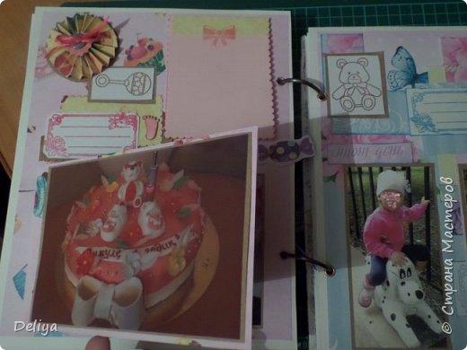 Это обложка весь альбом завязывается на ленты розового цвета, фотографировала в спешке (делала на заказ) поэтому фото кратко, буду подробно описывать, итак,..... фото 14