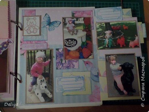 Это обложка весь альбом завязывается на ленты розового цвета, фотографировала в спешке (делала на заказ) поэтому фото кратко, буду подробно описывать, итак,..... фото 15