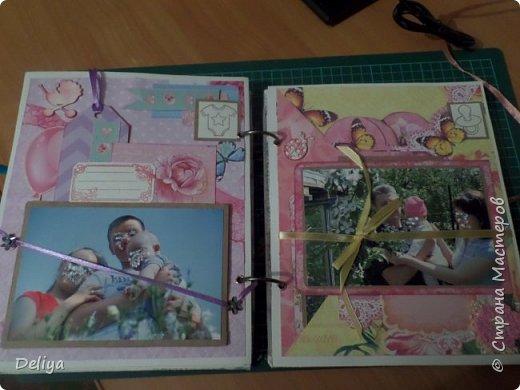Это обложка весь альбом завязывается на ленты розового цвета, фотографировала в спешке (делала на заказ) поэтому фото кратко, буду подробно описывать, итак,..... фото 17