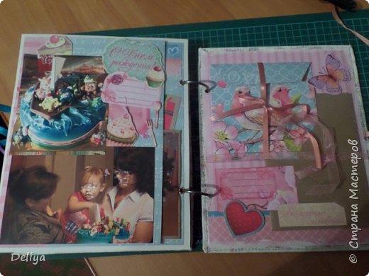 Это обложка весь альбом завязывается на ленты розового цвета, фотографировала в спешке (делала на заказ) поэтому фото кратко, буду подробно описывать, итак,..... фото 19
