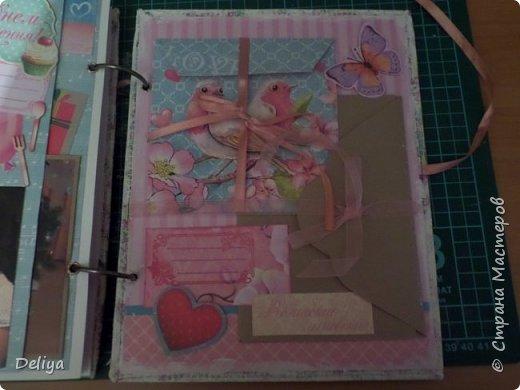 Это обложка весь альбом завязывается на ленты розового цвета, фотографировала в спешке (делала на заказ) поэтому фото кратко, буду подробно описывать, итак,..... фото 21