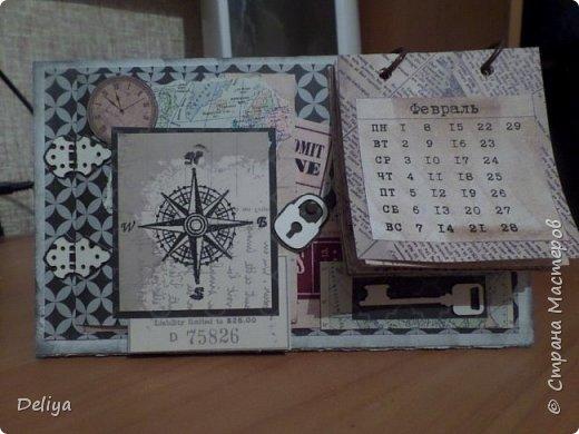 Настольный календарь с секретиком, замочек-анкор сделан из чипборда, также как и дверные створки, так вот этот замочек открывается и там... фото 1