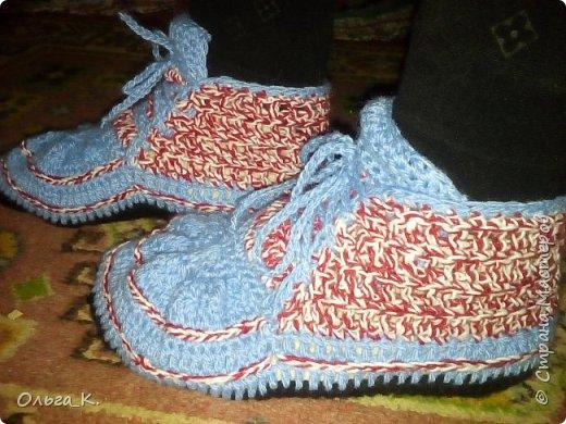 Связала сыночку крючком кроссовки, они мне так понравились, что решила связать себе большего размера. Вот что получилось! фото 3