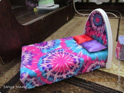 Рапунцель и сестричка. Кровать сделана за пол часа из коробки и крышки от сельди фото 2