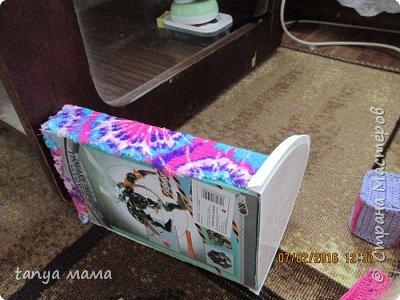 Рапунцель и сестричка. Кровать сделана за пол часа из коробки и крышки от сельди фото 3