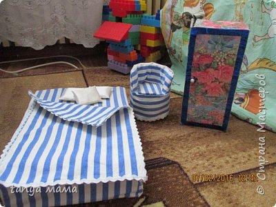 Рапунцель и сестричка. Кровать сделана за пол часа из коробки и крышки от сельди фото 9
