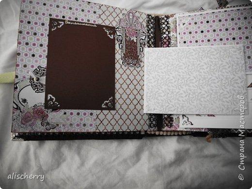 """Добрый день, дорогие рукодельницы!) Сотворился новый скрап альбом для ваших лучший фотографий """" Прекрасные воспоминания"""" в шоколадно-розово-зеленой гамме.Рассчитан на 66-120 фото, имеет 9 разворотов с раскладушками, карманами и секретиками. Обильно декорирован вырубкой, цветами, брадс и медными ажурными украшениями. Размеры 22 на 22 на 10 см. Получился довольно-таки пухлым. Обложка мягкая, обтянута льном и корейским хлопком. фото 10"""