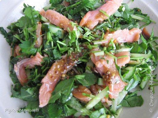 Всем добрый вечер. Сегодня салат с копчёной рыбкой. Вкус освежающий с солоноватой ноткой. фото 1