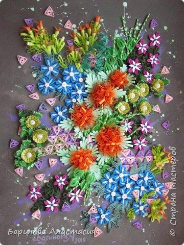 Здравствуйте дорогие гости и мастера! Представляю вам новую работу. Идея создать своеобразный, яркий образ цветочной клумбы, где цветы проросли между осколками плиток, напоминающие  пестрый стеклянный узор, навеяна детской игрушкой - калейдоскоп.  фото 1