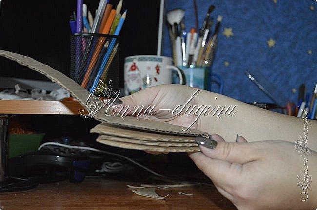 Здравствуйте дорогие рукодельницы! Сегодня я к вам с букетиком в туфельке. Для работы потребуется картон, ткань, бумага бархатная, атласные ленты, кружево, бусины, ну и клей с ножницами. фото 10