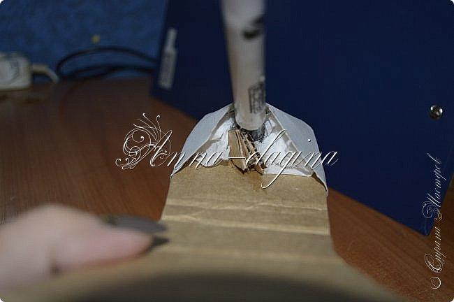 Здравствуйте дорогие рукодельницы! Сегодня я к вам с букетиком в туфельке. Для работы потребуется картон, ткань, бумага бархатная, атласные ленты, кружево, бусины, ну и клей с ножницами. фото 17