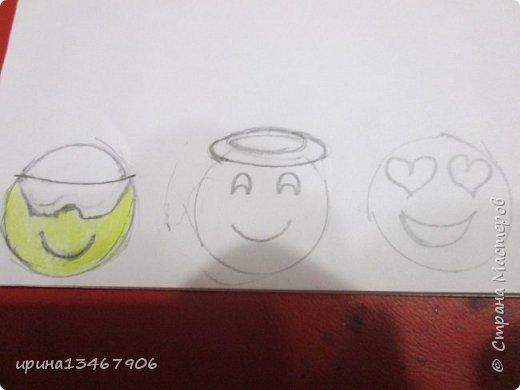 """Всем привет! Сегодня мы сделаем закладки на скрепка""""Смайлики"""" Что нам понадобиться: -1 бумага -2 цветные карандаши -3 картон -4 гелевая ручка -5 скрепки. Так начнём.С начало нарисуем круги или вы можете обвести круглый предмет.  фото 2"""