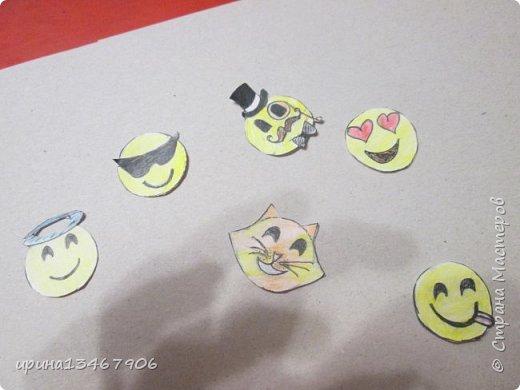 """Всем привет! Сегодня мы сделаем закладки на скрепка""""Смайлики"""" Что нам понадобиться: -1 бумага -2 цветные карандаши -3 картон -4 гелевая ручка -5 скрепки. Так начнём.С начало нарисуем круги или вы можете обвести круглый предмет.  фото 3"""