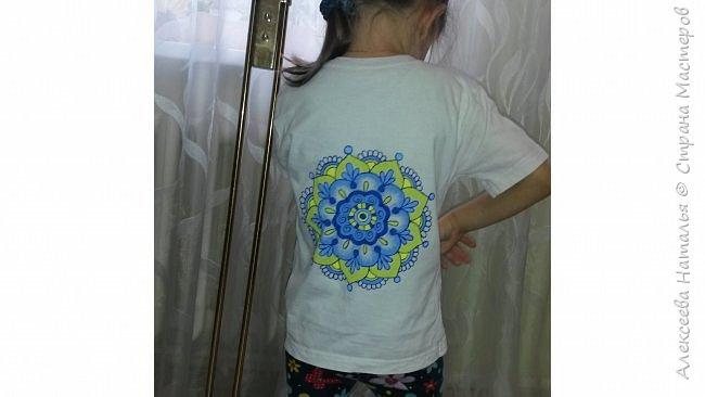 Роспись футболки акриловыми красками по ткани в подарок сыну. фото 2