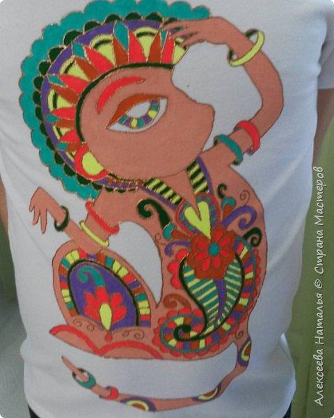 Роспись футболки акриловыми красками по ткани в подарок сыну. фото 1