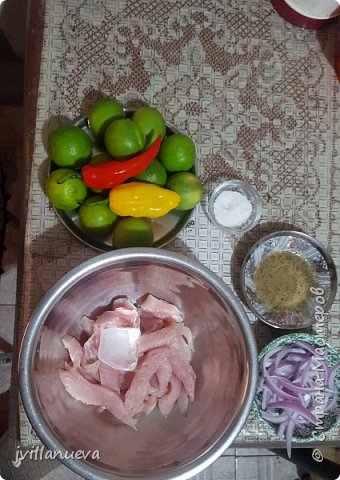 Рецепт 6: 1 кг рыбы Corvina или любой другой свежей рыбы 12 лимонов по вкусу, 1 луковица, перья, щепотка молотого имбиря, мелко нарезанный 1 красный перец, соль и перец по вкусу кубик льда так богатые усиливает вкус!!!Мы начинаем подготовку пища богов инков фото 1