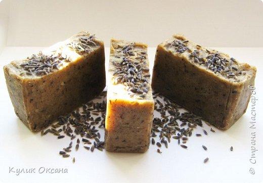 """Банное мыло """"Эвкалипт и лавр"""" Состав:Оливковое,кукурузное, кокосовое, пальмовое омыленые масла.  Ухаживающие масла: оливковое и облепиха. Отвар лавра и эвкалипта, молотый эвкалипт. Мыло подходит для тела. Лёгкий скраб-эффект. Прекрасно подходит для бани.  Мыло имеет натуральный аромат эвкалипта.100г. (+\-10г) фото 3"""