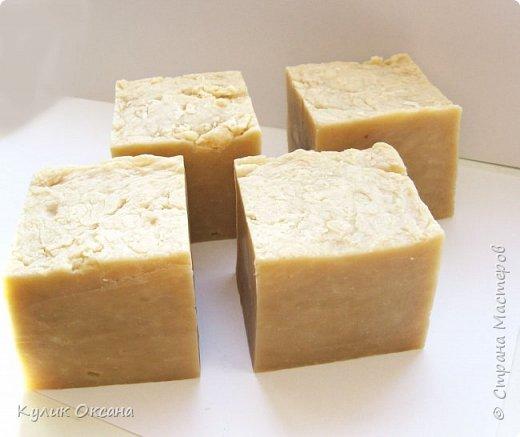 """Банное мыло """"Эвкалипт и лавр"""" Состав:Оливковое,кукурузное, кокосовое, пальмовое омыленые масла.  Ухаживающие масла: оливковое и облепиха. Отвар лавра и эвкалипта, молотый эвкалипт. Мыло подходит для тела. Лёгкий скраб-эффект. Прекрасно подходит для бани.  Мыло имеет натуральный аромат эвкалипта.100г. (+\-10г) фото 5"""